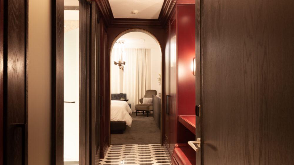 Daxton Hotel Vanity Bench Revelation Vino