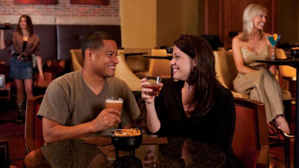 ftwdtn-omni-fort-worth-hotel-whiskey-rye-couple caprone peanut 2